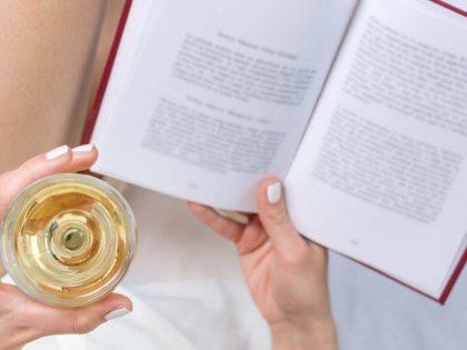 Libri sotto l'ombrellone, al sapore di vino